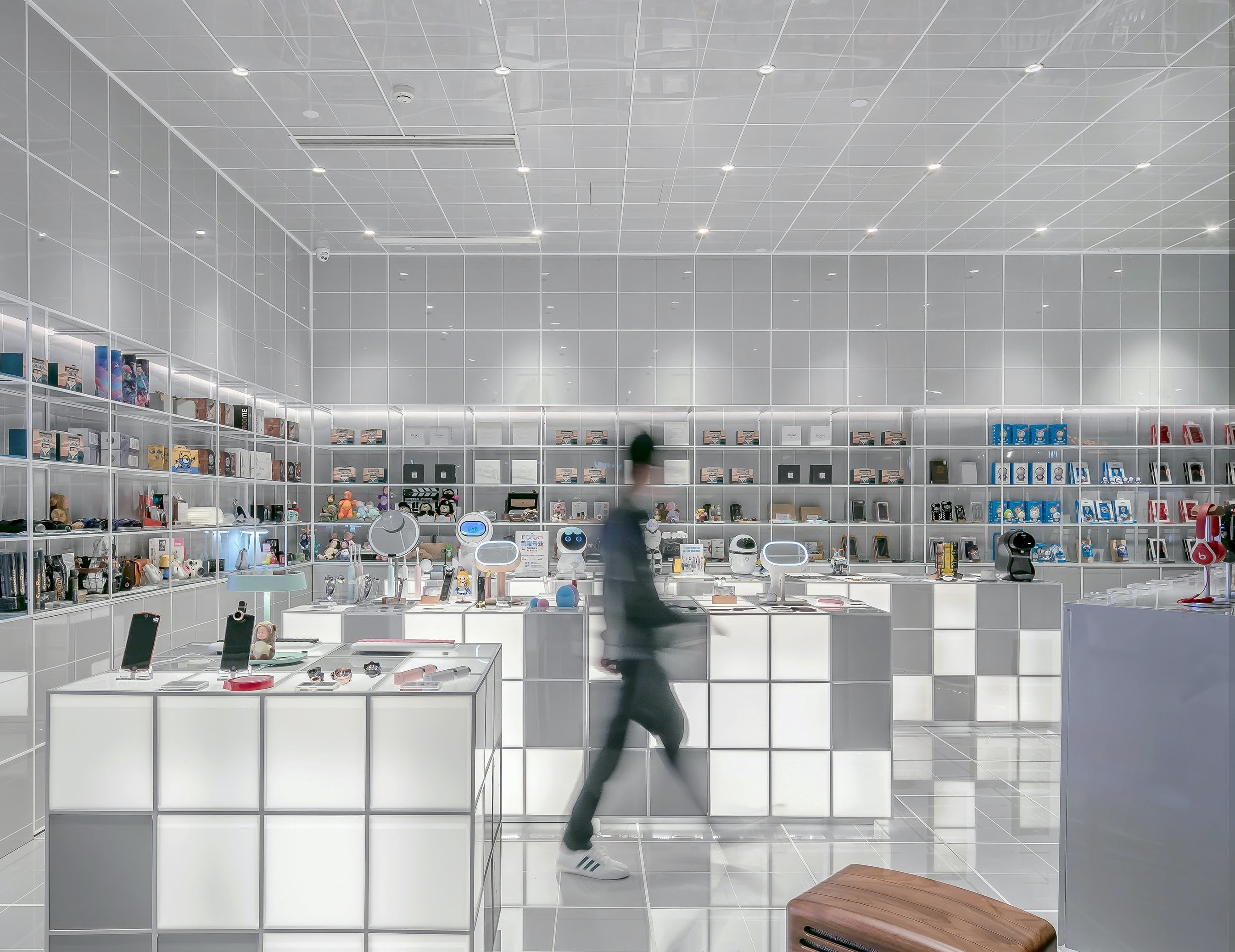indoor gps system in a store