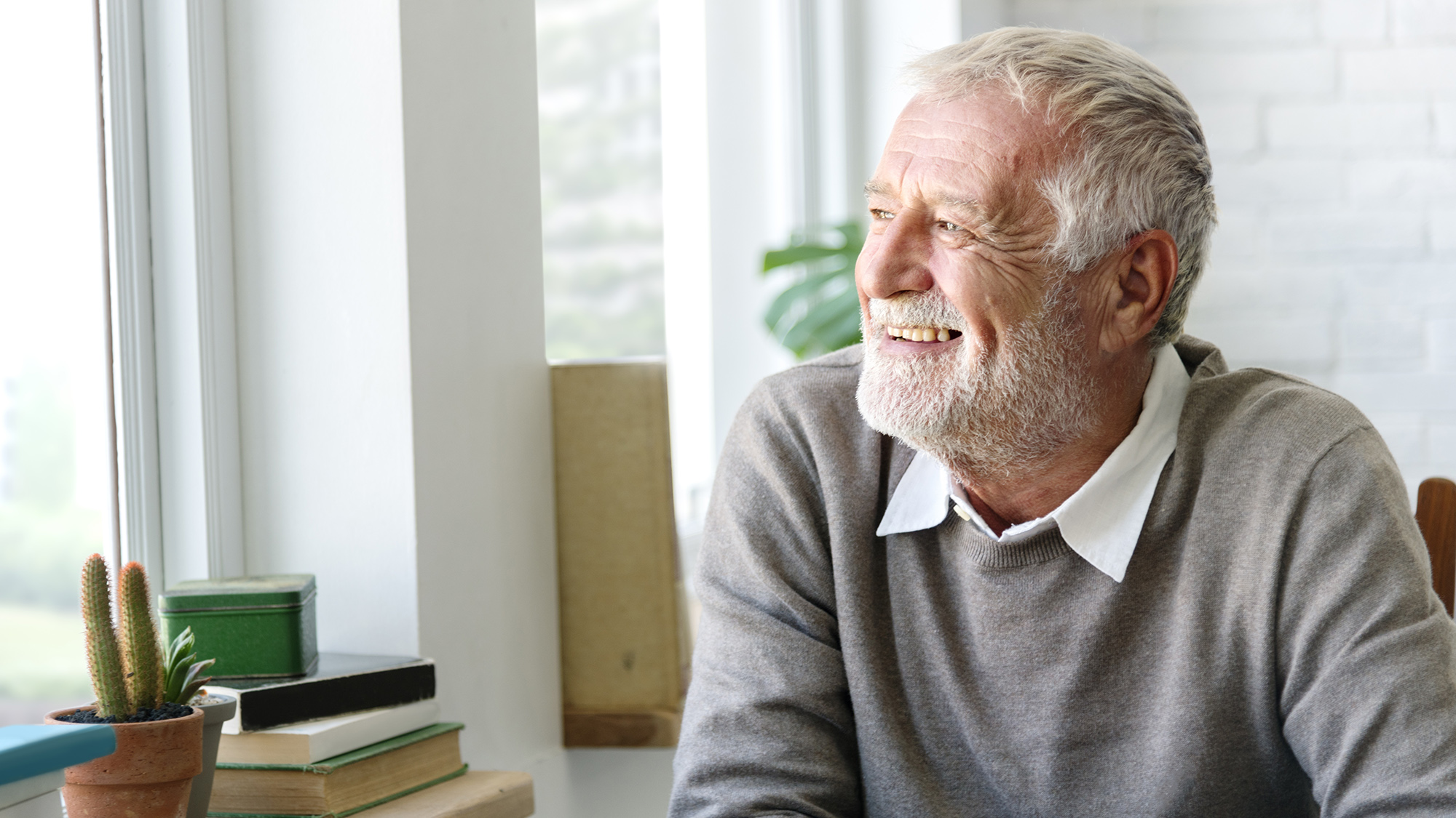 Elderly person who performs adult cognitive stimulation to improve their cognitive abilities and train the brain