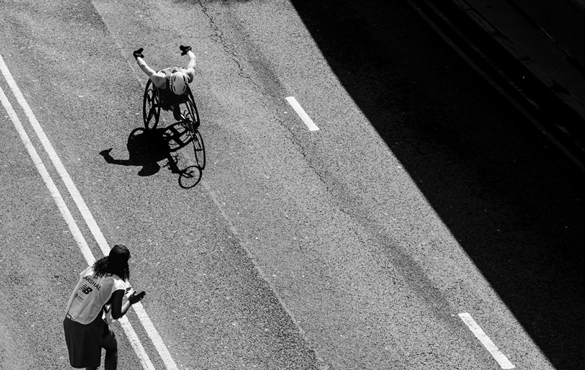 person with reduced mobility competes in a race after doing a motor neurorehabilitation
