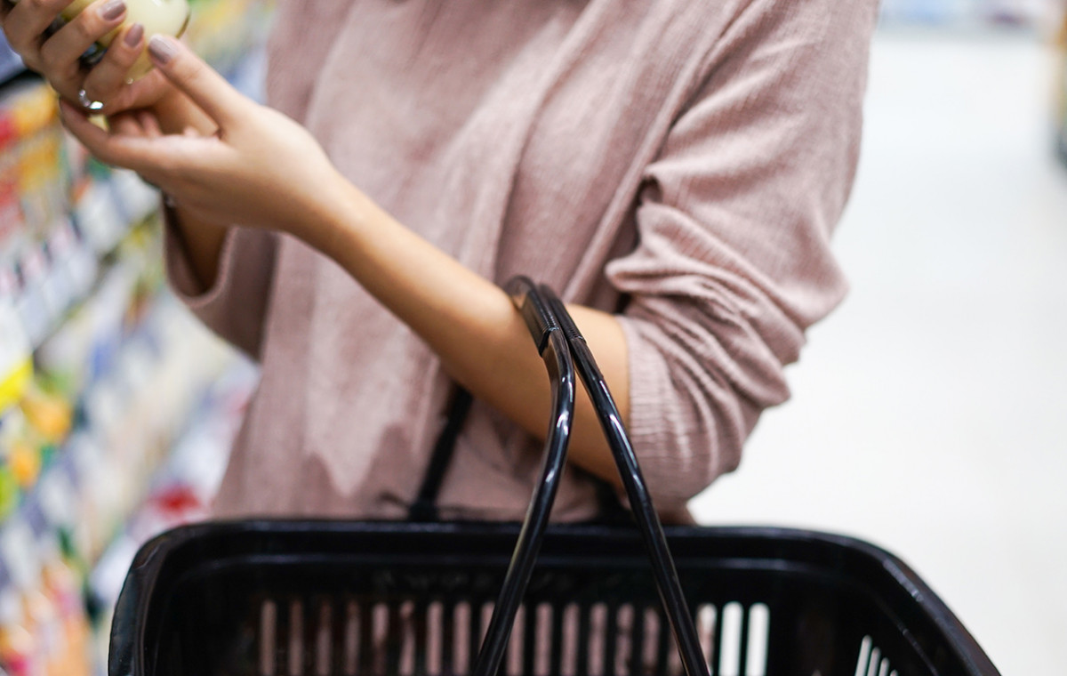 consumer buying in a supermarket while doing a neuromarketing study